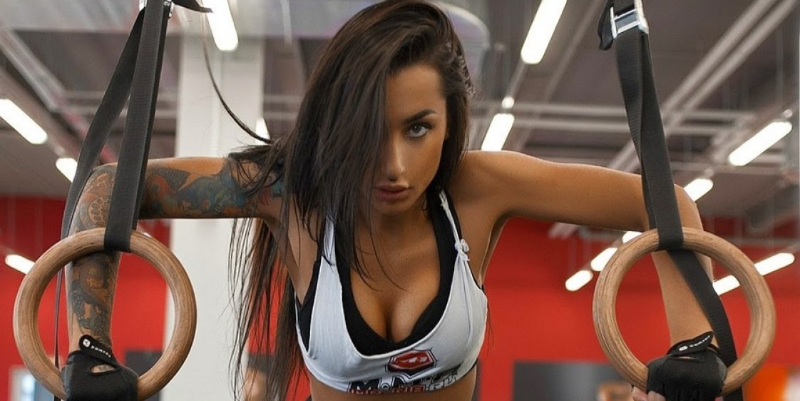 Татуированная модель секс бомба